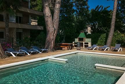 piscina apartamentos benelux
